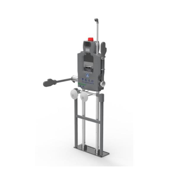 出入口控制机器人是查验类应用机器人产品,该产品可实现对限定区域范围内人员的智能化查验。机器人设计集成微型化闸机,并结合不同应用需求集成人脸、指纹、静脉、虹膜等生物识别技术、OCR证件识别技术。设计还充分考虑了机器人的便携性,内置动力锂电池、无线通讯技术,可根据需要灵活、机动部署于各类查验场地。 目前应用于海港口岸的梯口机器人产品就是出入口控制机器人的一个典型应用。在海港严酷环境下为保障过往出入境船舶人员的规范化管理,我公司设计了该款机器人,实现了查验流程全程智能化、无人值守、远程监管的目标。