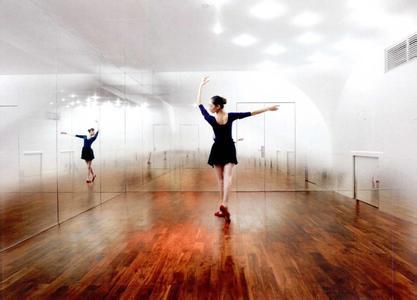 环境氛围:舞蹈室装修设计需要营造一个宁静,舒适,放松的环境