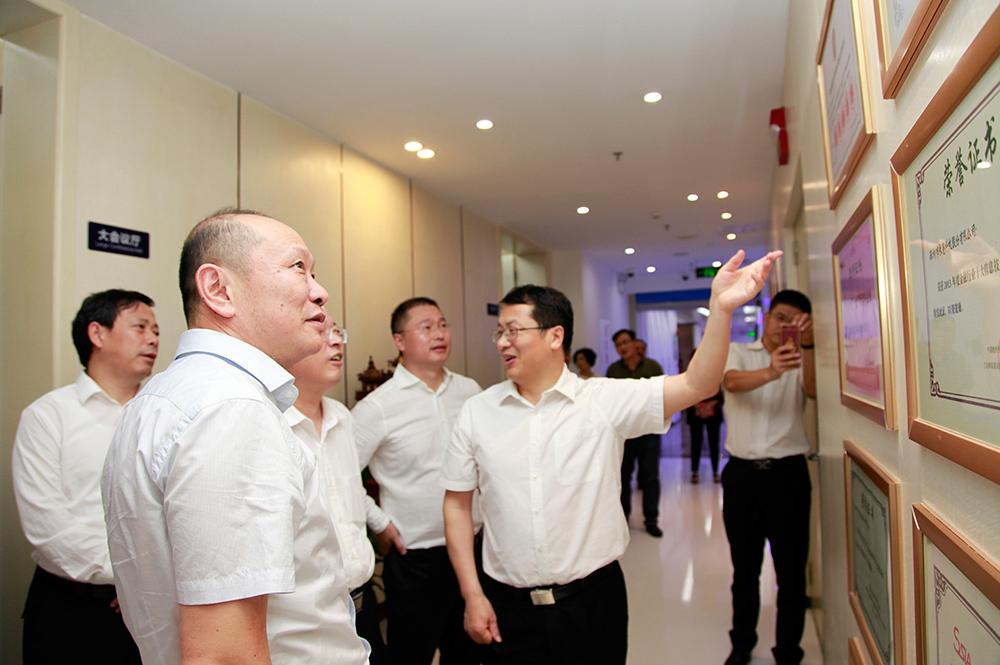 深圳市委常委、常务副市长张虎同志考察长亮科技