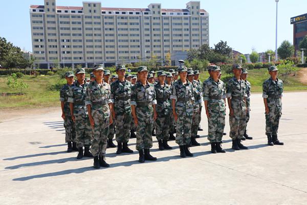 我院隆重举行2017级新生开学典礼暨军训总结表彰大会