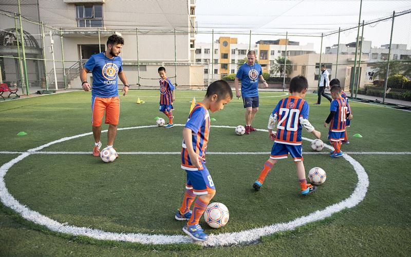 深圳足球培训,专业欧式足球训练营,免费体验课程