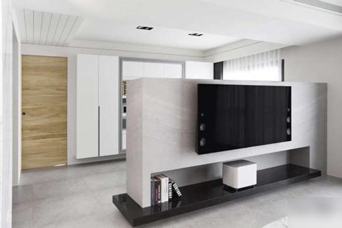 用電視墻隔斷,效果居然這么驚艷          綠色的矮電視墻區分了客廳