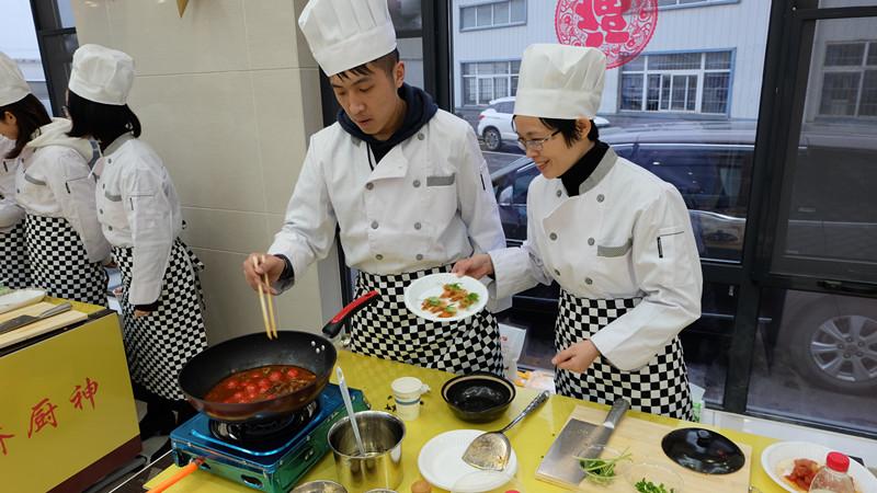 喜迎三·八,路桥公司开展职工厨艺大赛