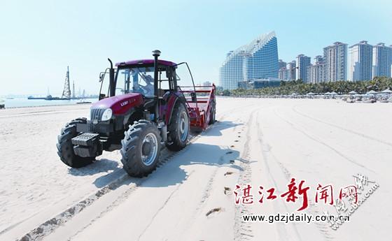 中国工业报:华舟重工研制的沙滩清洁机完工交货