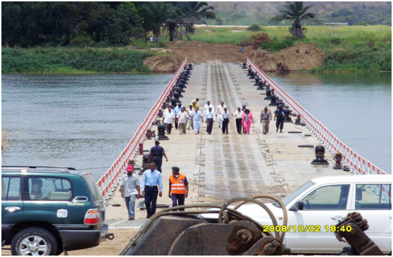 安哥拉300米浮桥