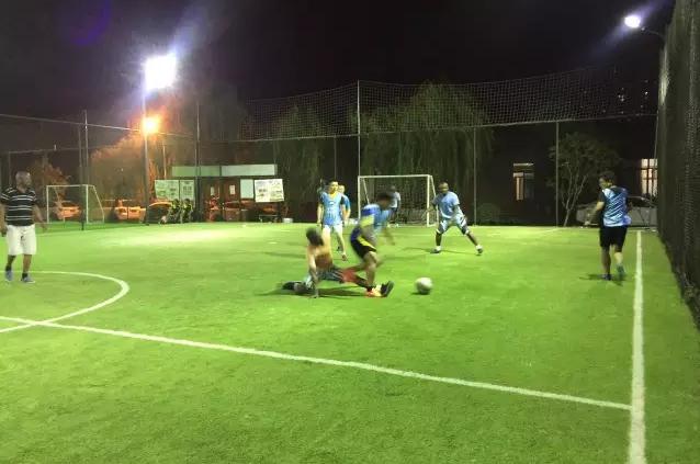 华舟重工青年与来访非洲学员进行足球友谊赛