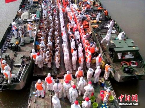 """华舟舟桥救援长江沉船客轮""""东方之星"""""""