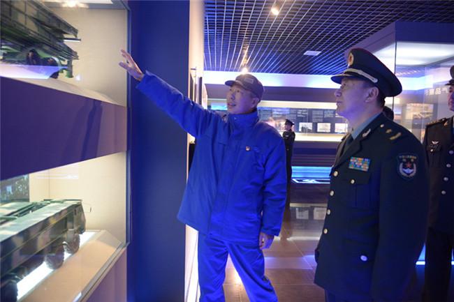 陆军装备部首长莅临华舟重工检查指导工作