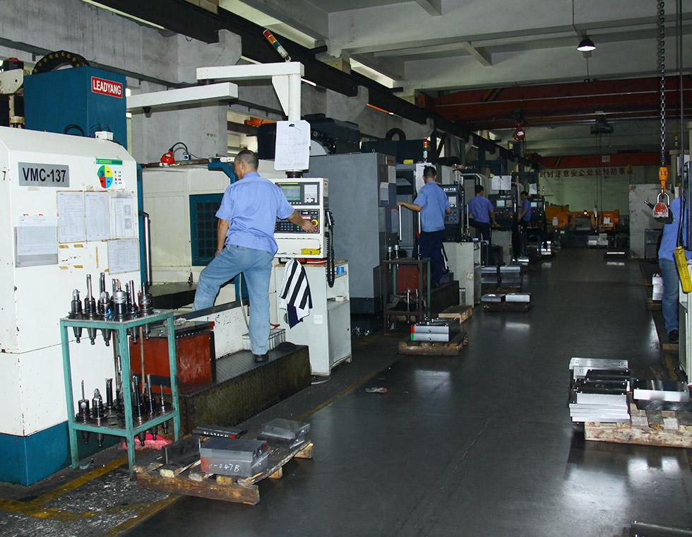 CNC加工中心设备