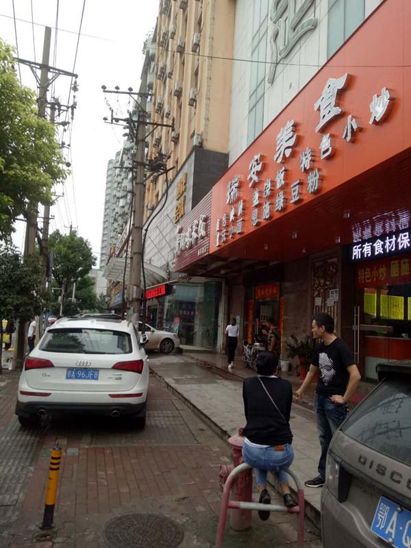 傅家坡客运站临街餐饮急转