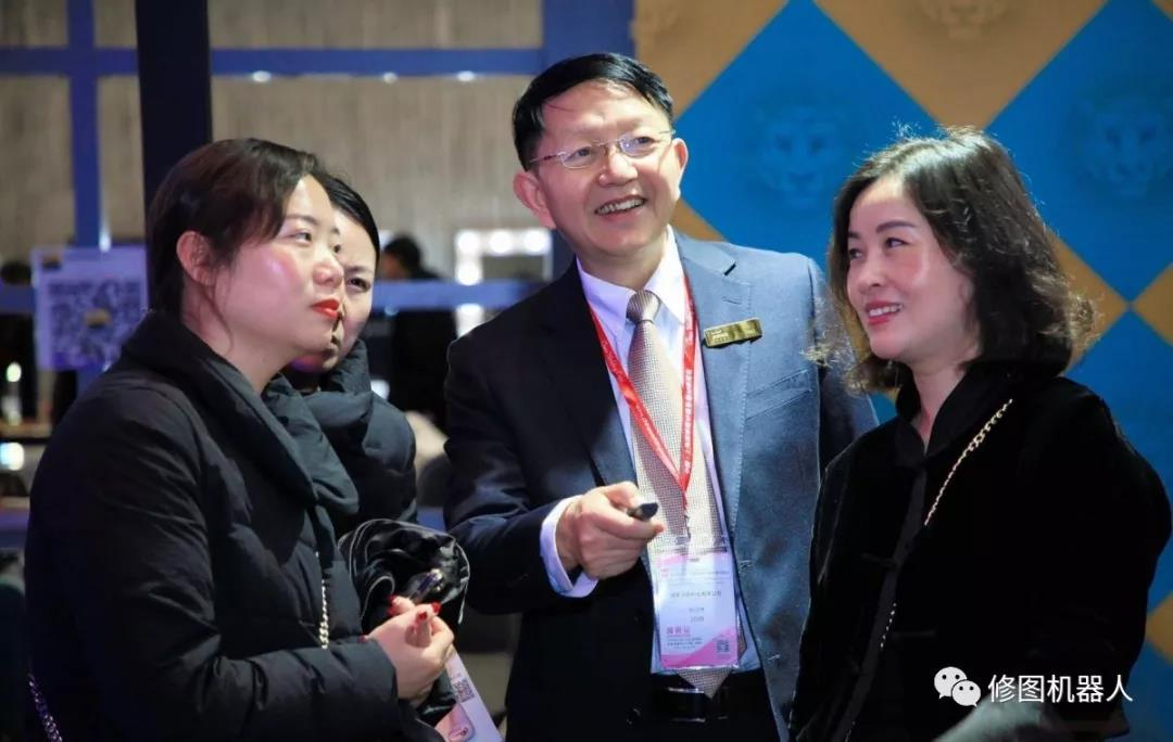 深黑科技修图机器人·上海国际婚纱摄影器材展