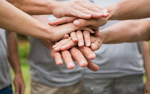 乐虎国际pt手机客户端医疗慈善基金会向靖安县慈善总会捐赠30万元整。建设毗炉村移民新村农民活动中心。