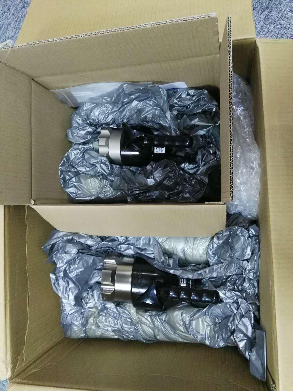 中石油之克拉玛依油田订购的螺母破切器与液压扳手从英国转运至武汉,准备发货!