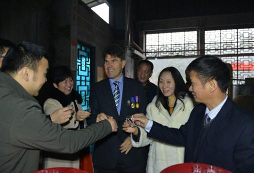澳大利亚怀昂市市长伊顿夫妇 访问湘窖