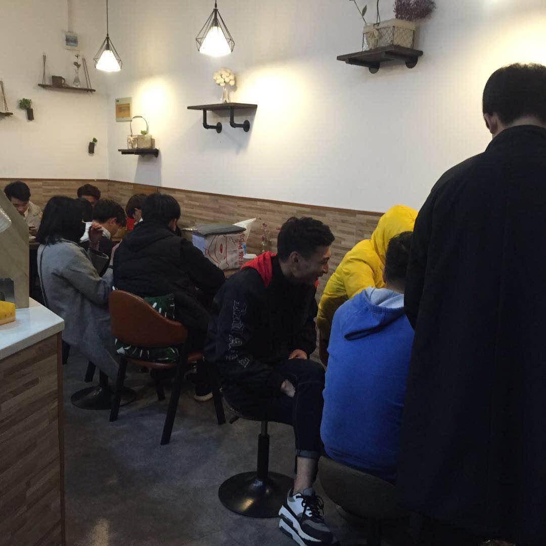 汉口学院20平盈利咖啡店转
