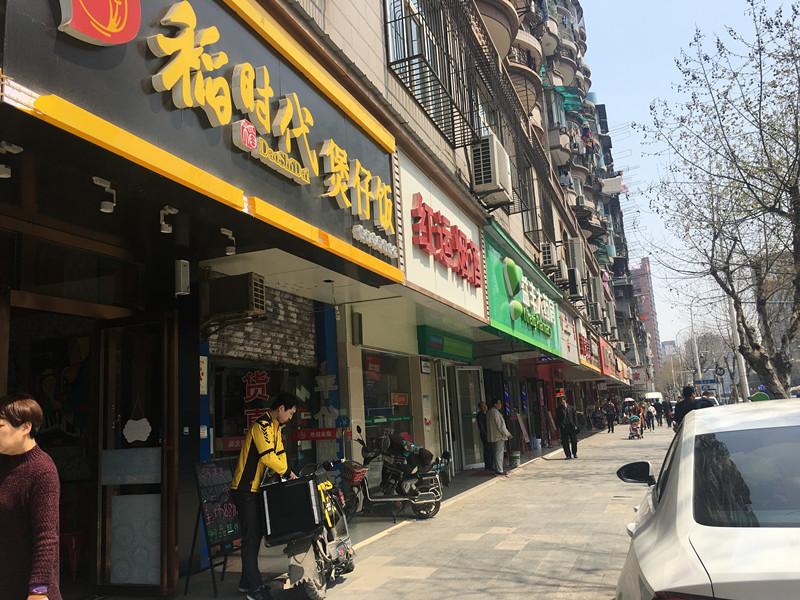 硚口区中山医院对面100平米精装餐饮店急转