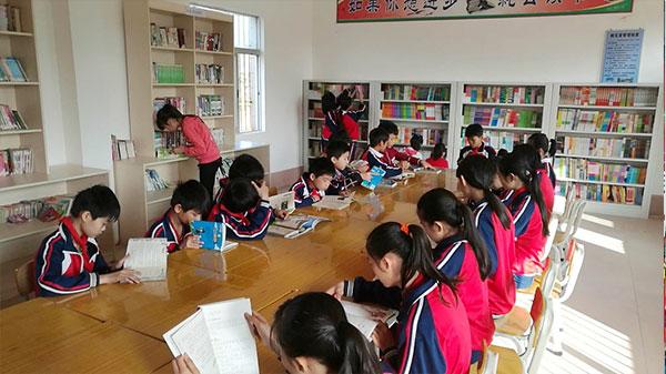 雪兰方慈善基金会为广东廉江市石颈镇平山小学捐书助学