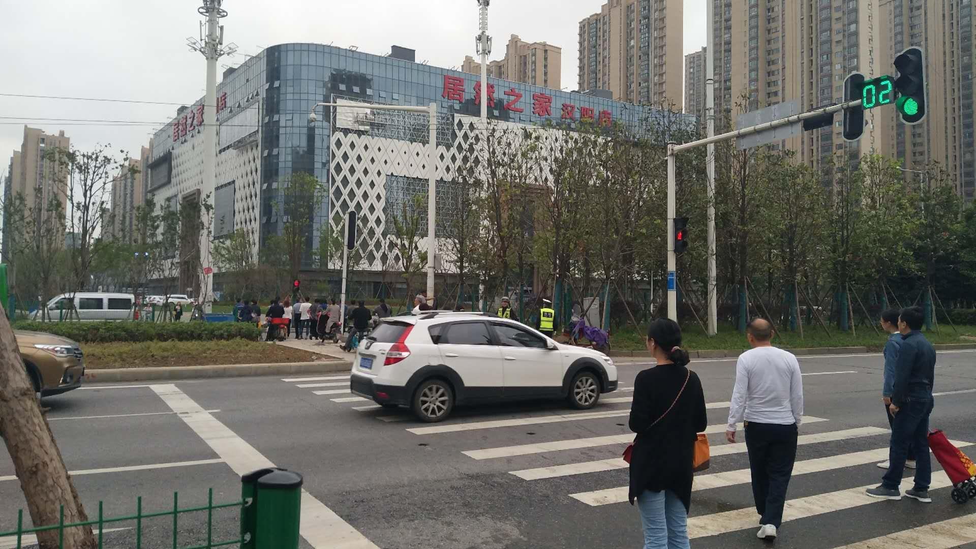 汉阳120平餐饮旺铺转让,转租,空转