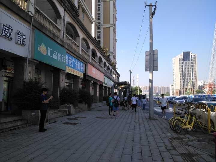 珞狮南路70平水果店急转/可空转