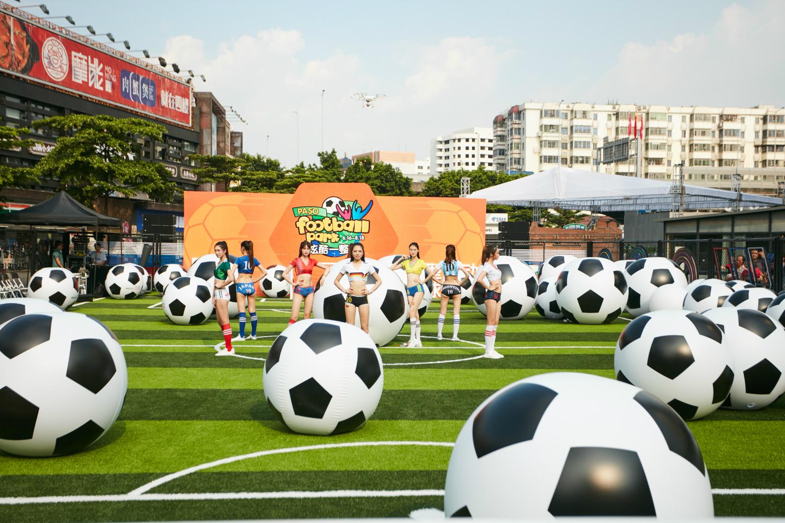 大型互动足球乐园空降百信广场