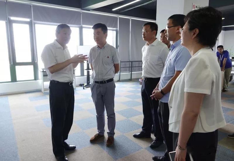 嘉兴市委副书记、代市长毛宏芳一行莅临浙江科比特考察指导