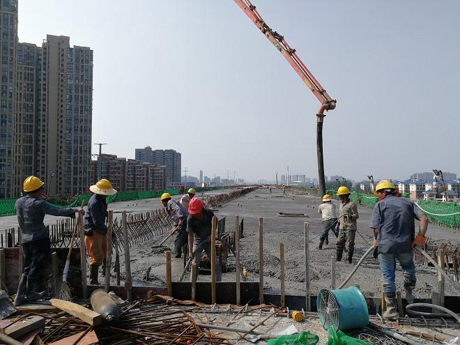 机场路高架一期现浇箱梁全部浇筑完成