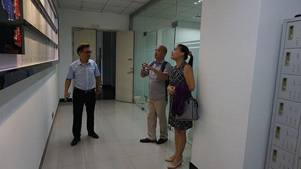 越南客人到访龙8国际最新官网参观考察