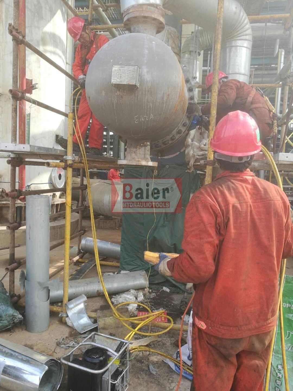 某石化公司现场使用Baier液压扳手(一拖二)