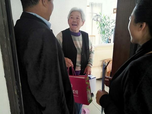 九月初九,昆明贝博论坛滇池康城管理处开展重阳节敬老活动