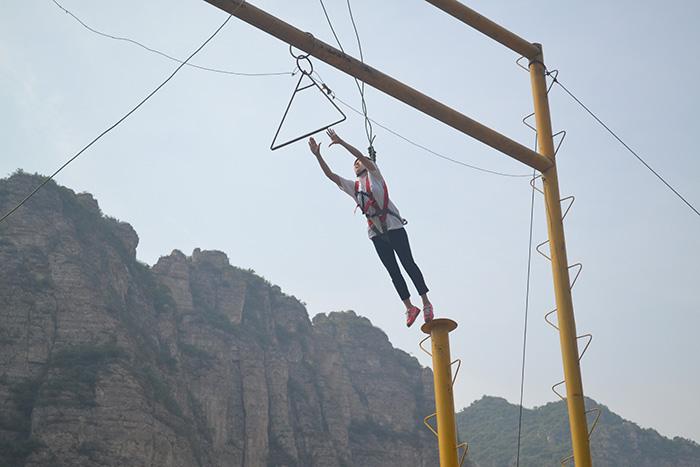 高空拓展訓練項目能夠有效提高員工的心理素質